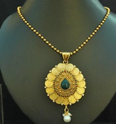Imitation beautiful coin pendant set with emerald-1