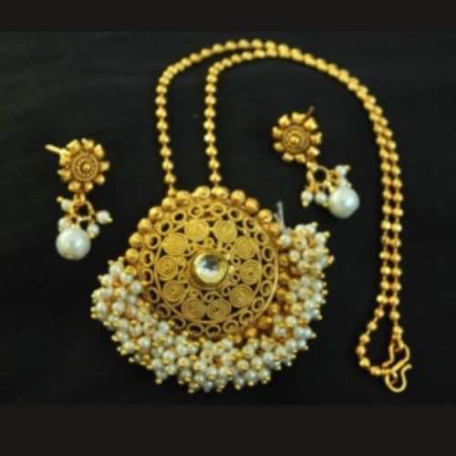 Imatation hand crafted gold plated pendant set with chain