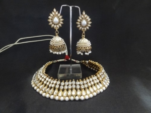Traditional Pearl Jhumkii with Necklace