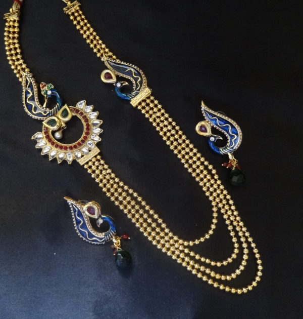 artificial elegant pearl necklace with assorted Pearl Earrings