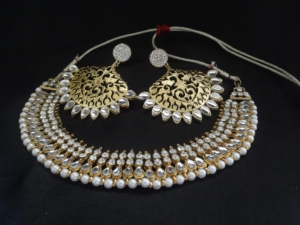 Designer-Earrings-with-Pearl-and-stone-studded-necklace
