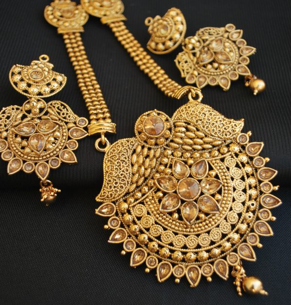 artificial  reeti fashions round motif gold tone necklace set