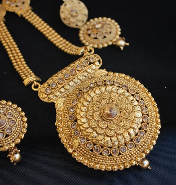 Imitation Fine design round motif long necklace set
