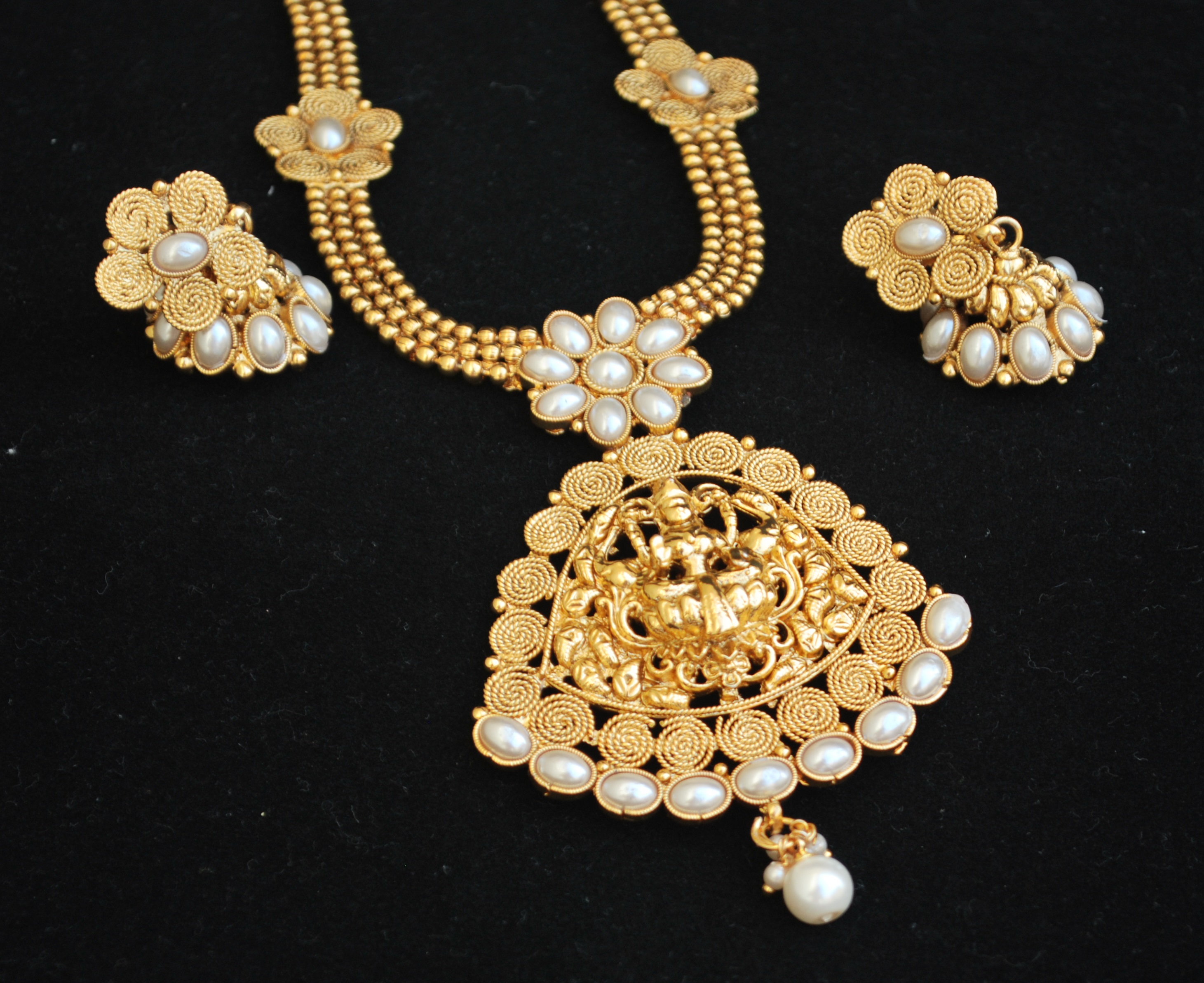 Copper Base Pearl Temple Jewellery Necklace Set