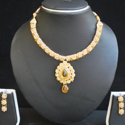 Imitation artificial jewellery – gold tone choker with elegant earrings-1