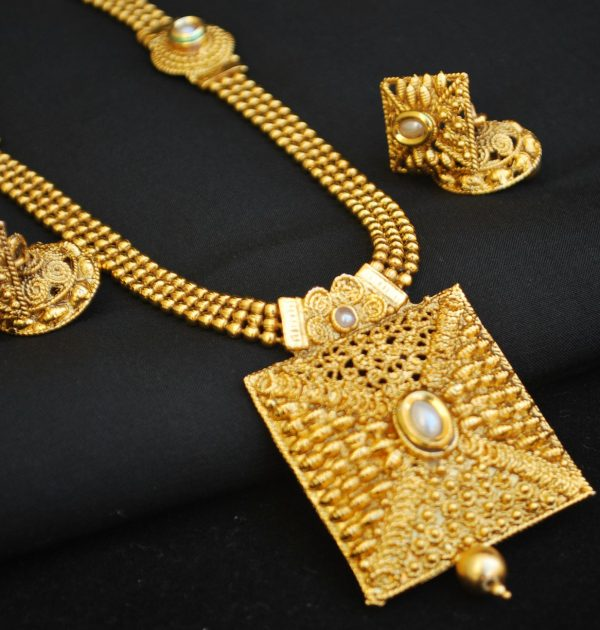 Imitation artificial jewellery geometrically inspired long necklace set