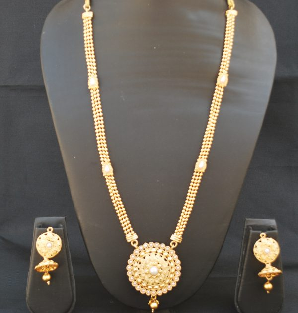 Imitation reeti fashions – gold Round Necklace set white kundan with pearl