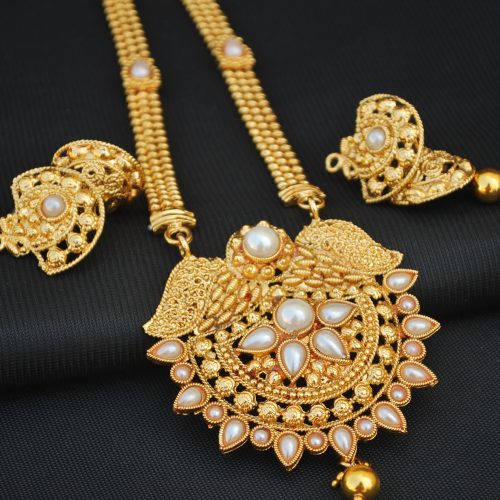 Imitation snowy white and gold artificial necklace set