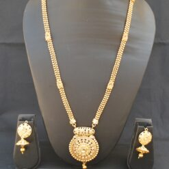 Imitation artificial jewellery with fine intricately crafted necklace set