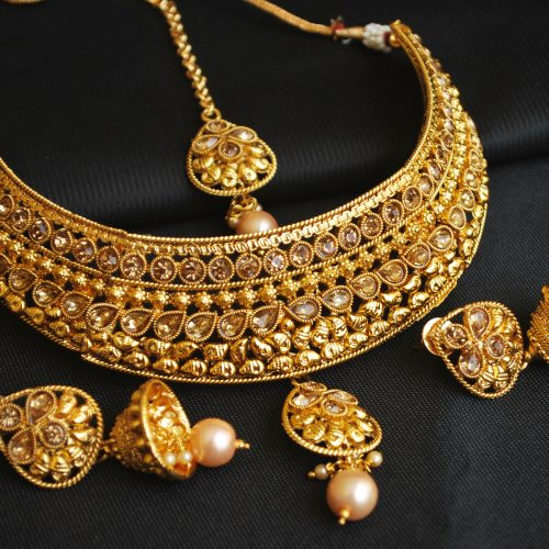 Imitation artificial imitation gold tone choker necklace set with maang tikka