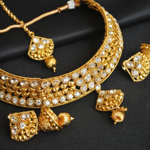 Imitation artificial kundan choker necklace set with maang tikka