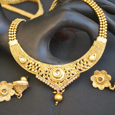 intricately carved gold stone studded jewelry set with beaded chain