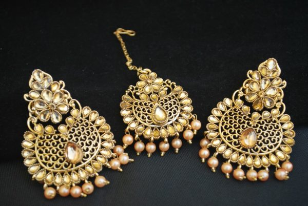 Imitaiton itation gold plated dangle & Drop earring with maang tikka set for women