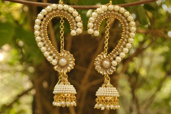 Jai Malhar marathi serial white pearl kaan earrings