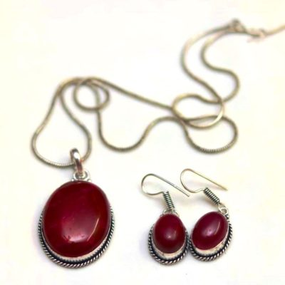 Oxidized maroon stone studded pendent set with chain