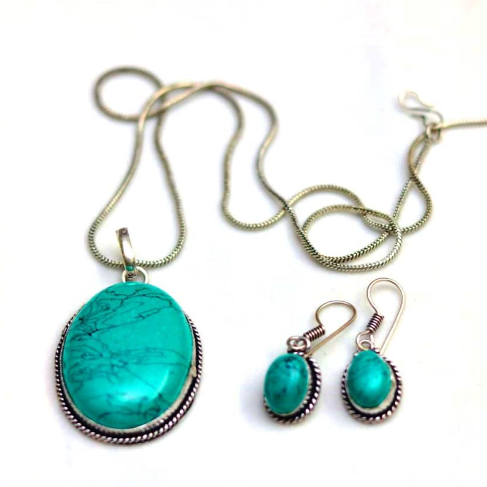 Torquiose oxidized pendent set with chain