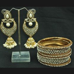 Eye-Catchy Pearl Jhumkii with Bangles set