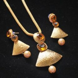 Artificial Designer Gold Pendant set