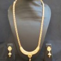 artificial gold tone studded necklace set with beaded chain-1