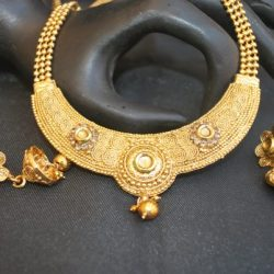 artificial traditional round motif gold tone necklace set with beaded chain