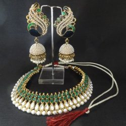 City-women-prefer-artificial-jewellery