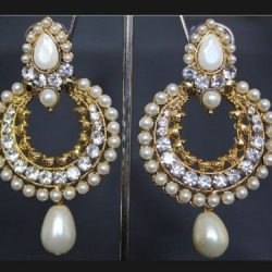 Imitation pearl earrings – elegant and stylish