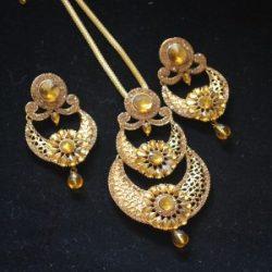 Imitaton reeti fashions – golden pendant set with diamond