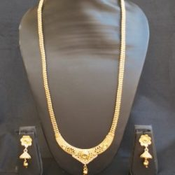 intricately carved gold stone studded jewelry set with beaded chain-1