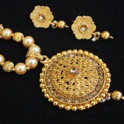 Imitation clustered pearls elegant necklace set in gold