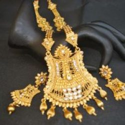 Imitation jewelry set in gold tone with beaded chain